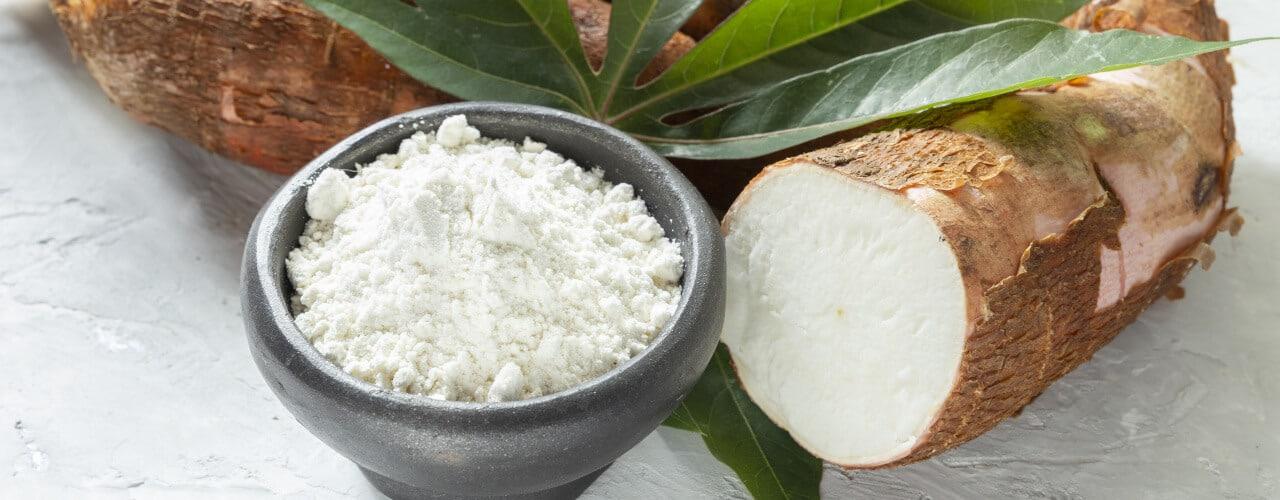 Schüssel mit Mehl aus Maniokwurzel