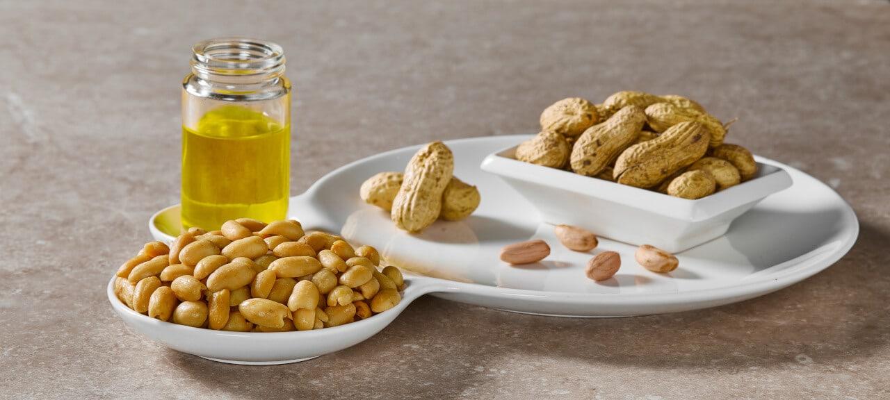 Erdnussöl und Erdnüsse
